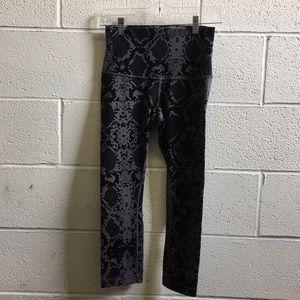 lululemon athletica Pants - Lululemon gray & black pattern hi rise crops sz 6